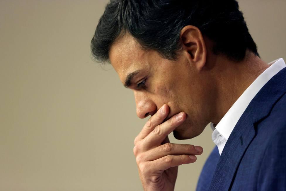 Sánchez se refugia en Moncloa para evitar pronunciarse sobre los ERE y tratar de amarrar su investidura