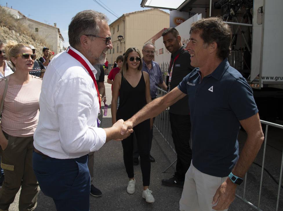 José Martí y Perico en Ares, durante la llegada de la Vuelta Ciclista a España en 2019