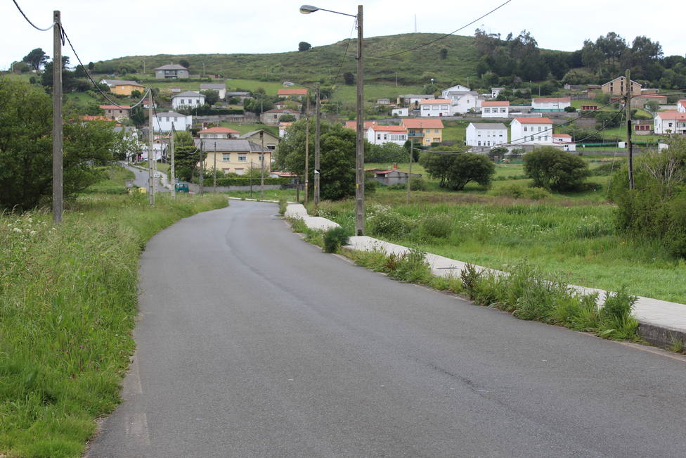 Desbroces y limpiezas de cunetas para la zona rural de Ferrol. FOTO: PP Ferrol