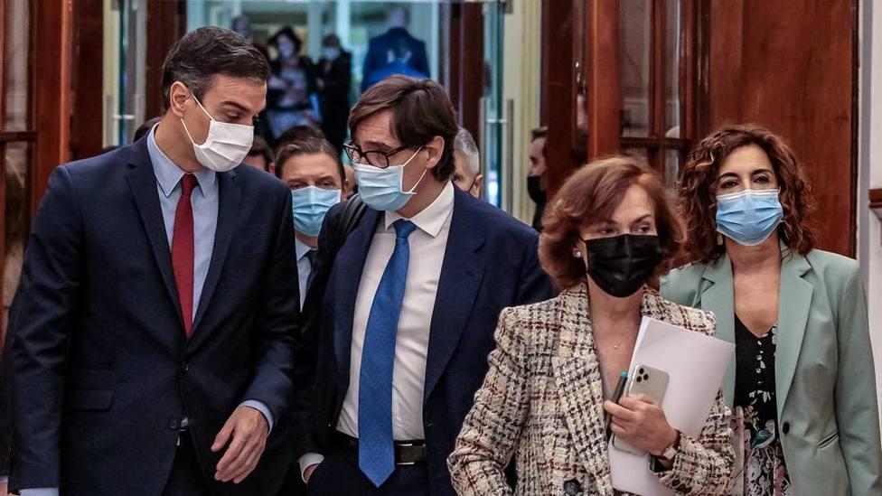 Un Gobierno a destiempo: el IVA de las mascarillas y el restraso de los PCR a turistas cuestionan su gestión