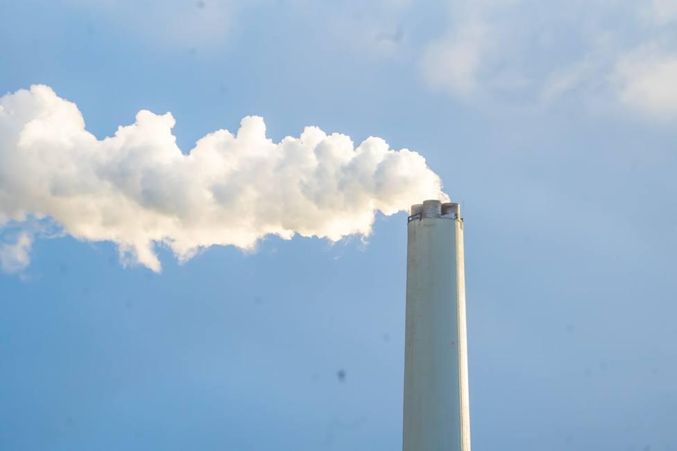 Foto de archivo de la chimenea de la central térmica de Endesa - FOTO: Mundito Carballo