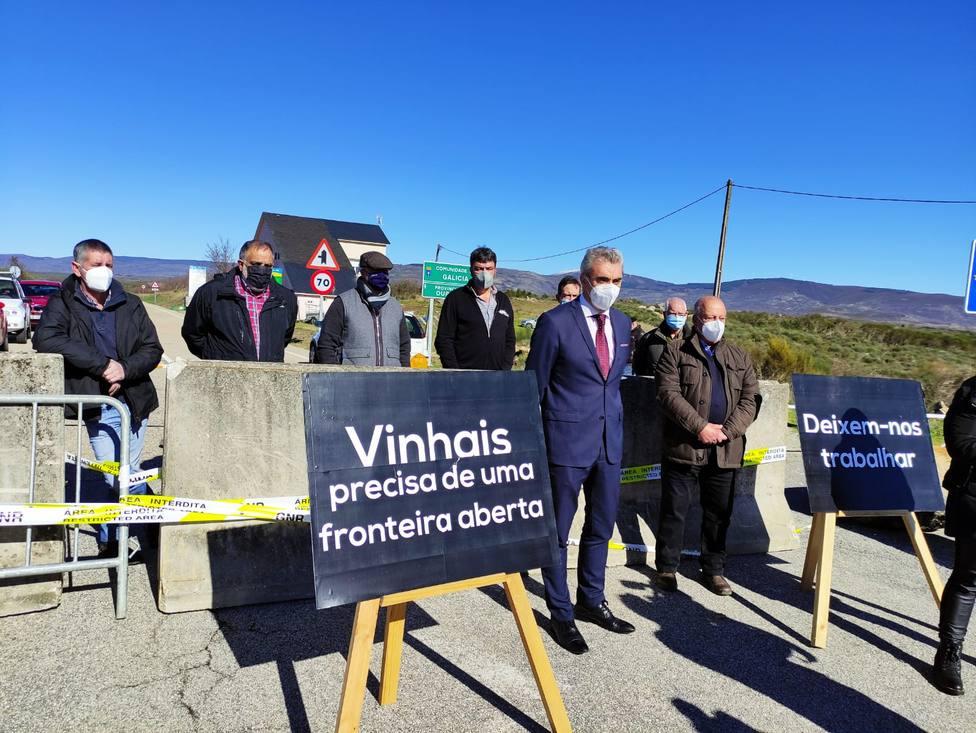 Los alcaldes de A Gudiña, Mezquita, Riós y Vinhais en la frontera de Manzalvos-Moimenta