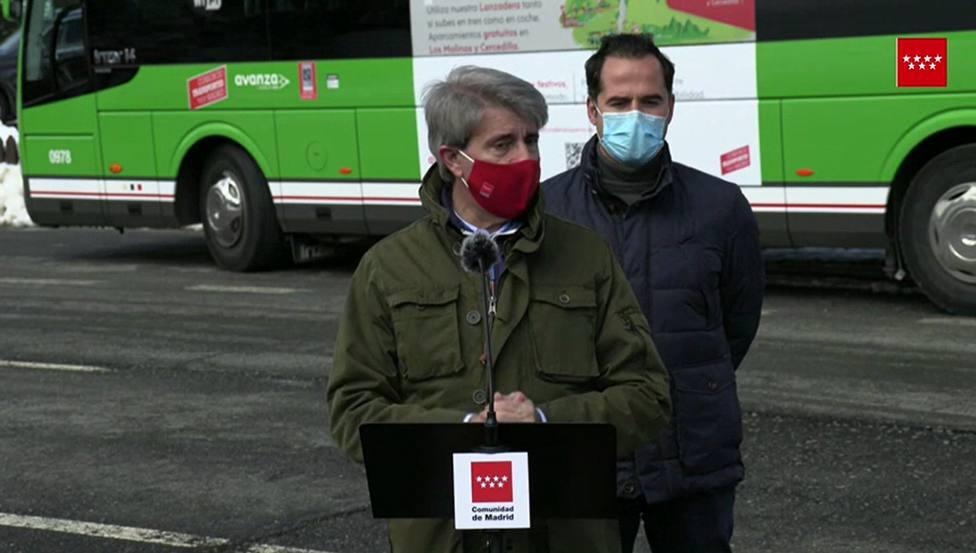 Ángel Garrido, consejero de Transportes, presenta los autobuses lanzadera
