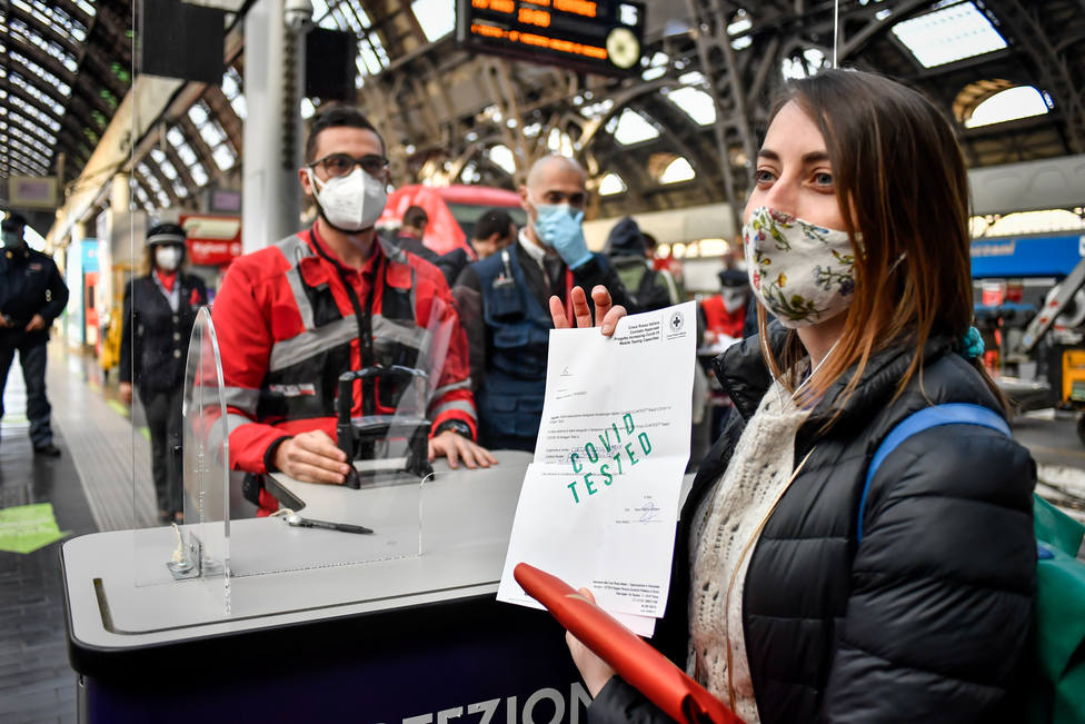 Italia elimina el uso de mascarillas en exteriores y notifica 835 nuevos contagios en las últimas 24 horas
