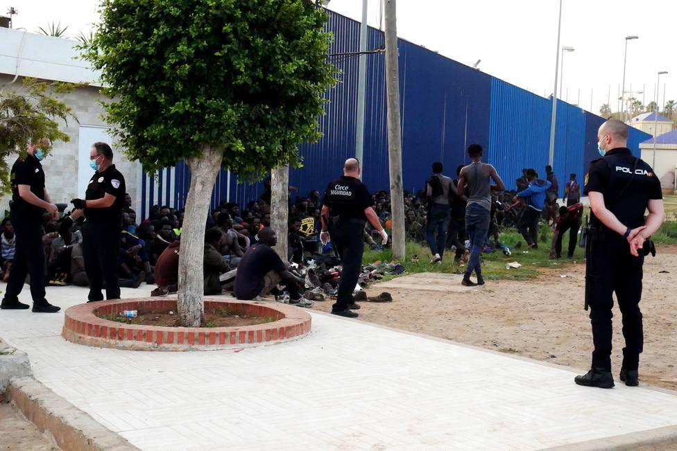 Marruecos aborta un intento de acceso de 150 personas por la valla de Melilla