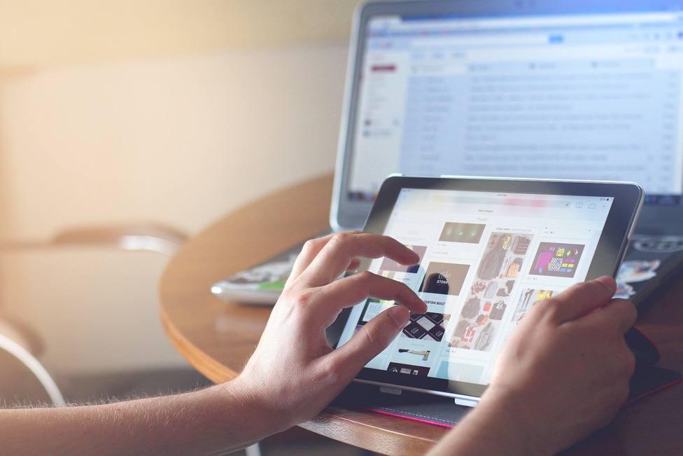 La UCO presenta Familias ON, un proyecto de formación online en gestión de dispositivos móviles en el hogar