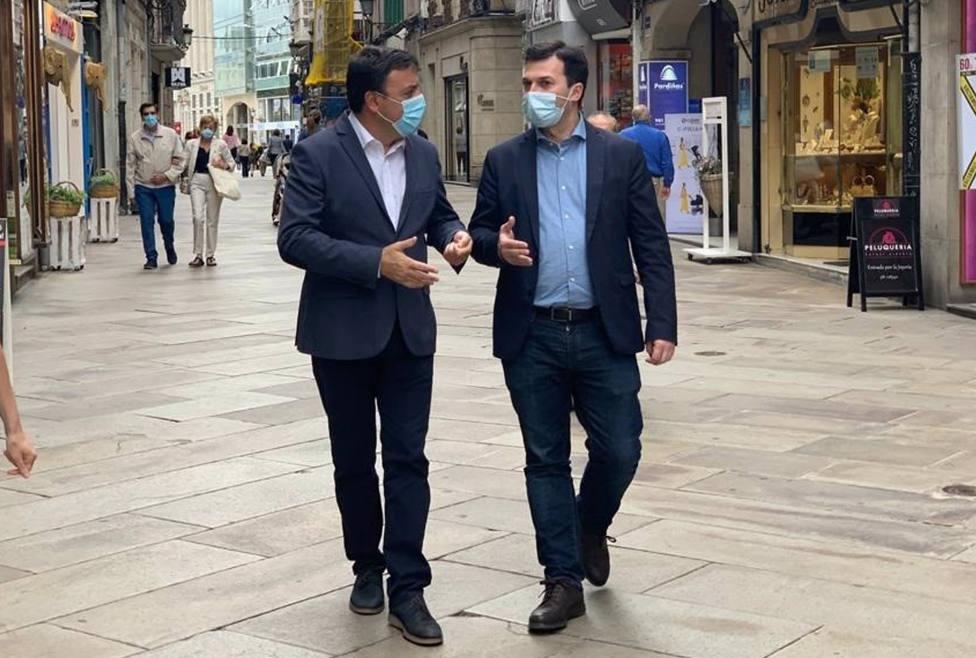 Foto de archivo de Valentín González y Gonzalo Caballero paseando - FOTO: PSdG-PSOE