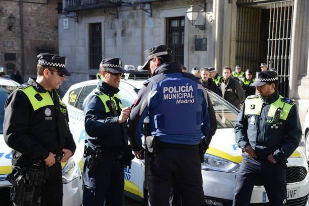 Dos policías de Madrid heridos al ser embestidos por unos atracadores