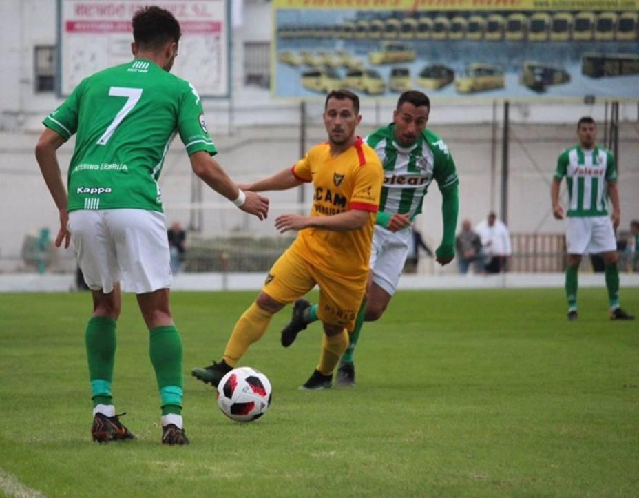 El UCAM Murcia CF consolida el liderato en El Palmar