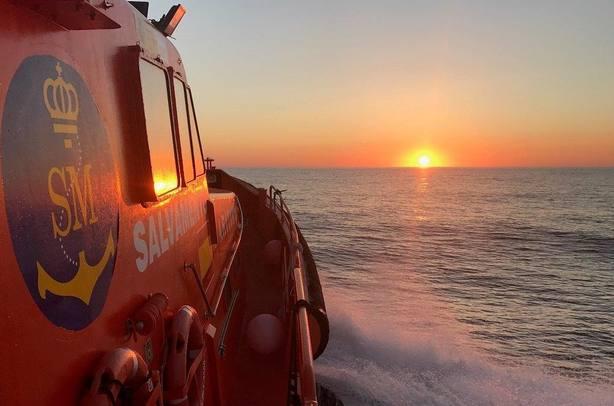 Se elevan a 278 las personas rescatadas de tres pateras en el mar de Alborán, entre ellas 54 mujeres y 14 menores
