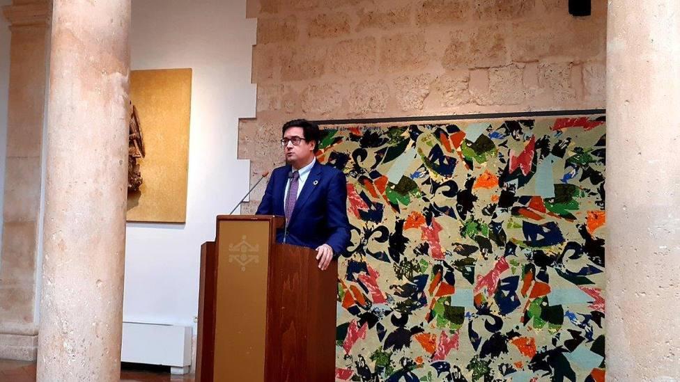 Óscar López, presidente de Paradores, inaugura en el Parador de Lerma una exposición de Tapices contemporáneos