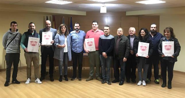 Premiados y respresentantes del gobierno de Narón en la entrega de premios - FOTO: Concello de Narón