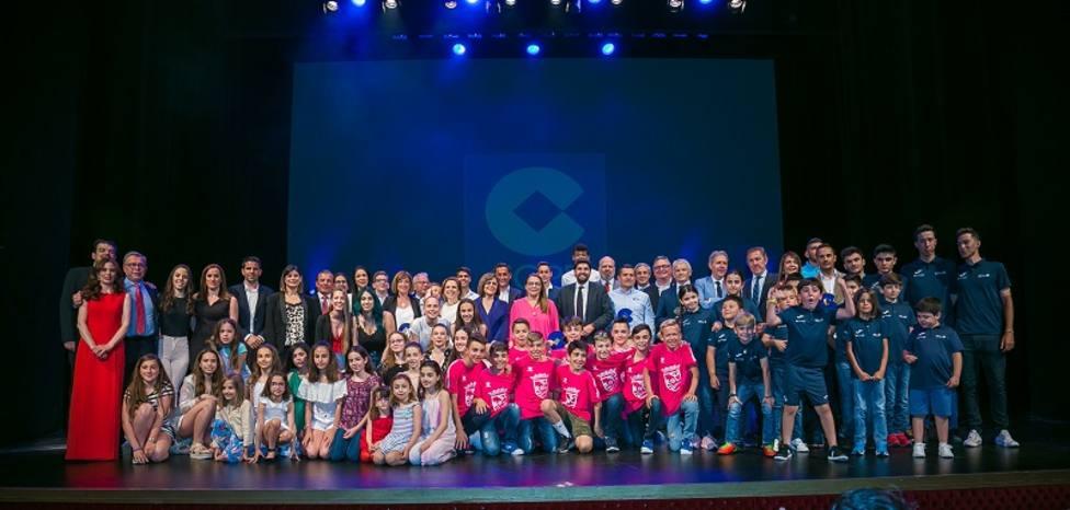 Foto de familia de los VIII premios COPE del Deporte