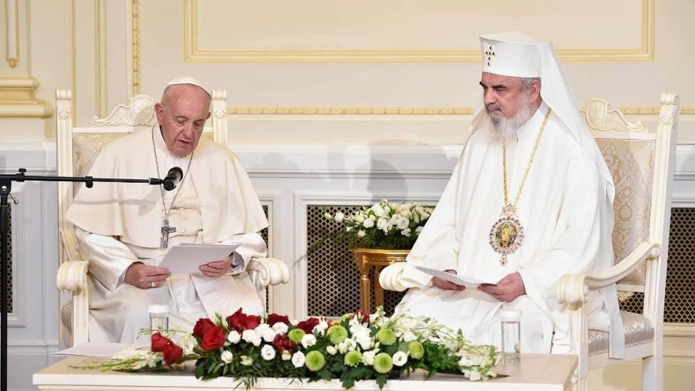 El Papa Francisco ha visitado al Patriarca ortodoxo rumano Daniel en la sede del Patriarcado en Bucarest