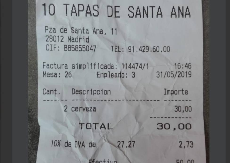 Picaresca española: cobran 15 euros por una cerveza a aficionados ingleses en Madrid