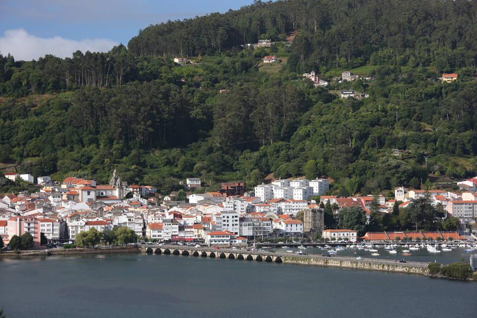 Vista de Pontedeume desde Cabanas
