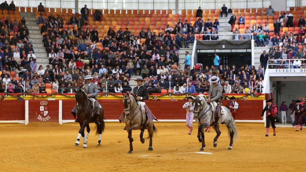 Sergio Galán, Diego Ventura y Andy Cartagena, en el paseíllo de este domingo en Illescas