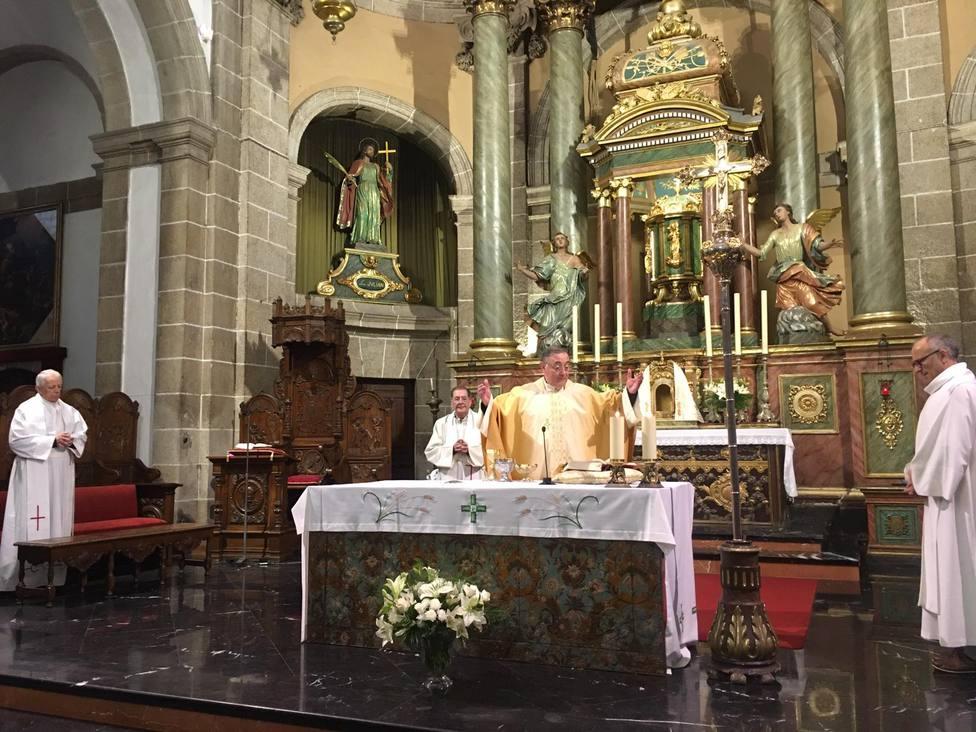 Eucaristía presidida por el obispo de Mondoñedo-Ferrol celebrada a puerta cerrada - FOTO: Fernando Iguacel