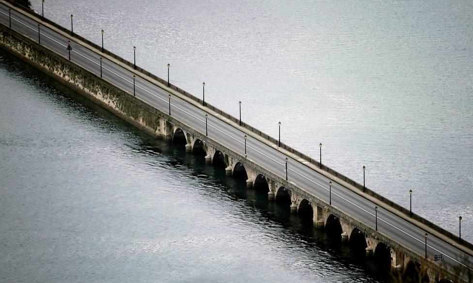 Puente que una las localidades de Cabanas y Pontedeume - FOTO: EFE / Cabalar