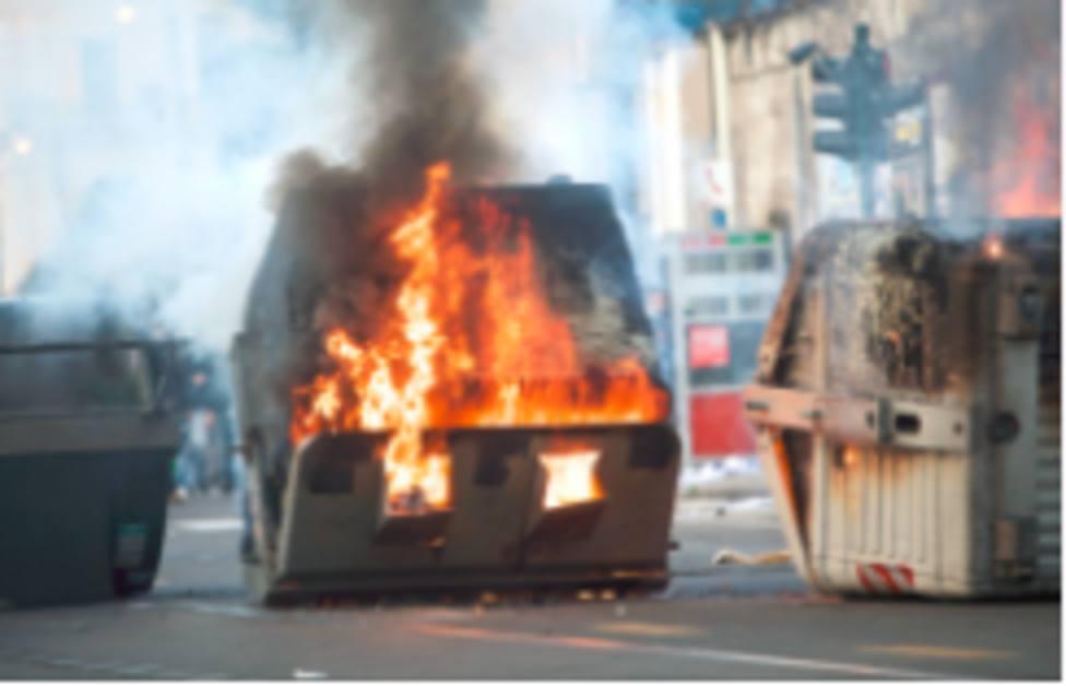 Detenidos tres menores por quemar contenedores de basura en Lorca