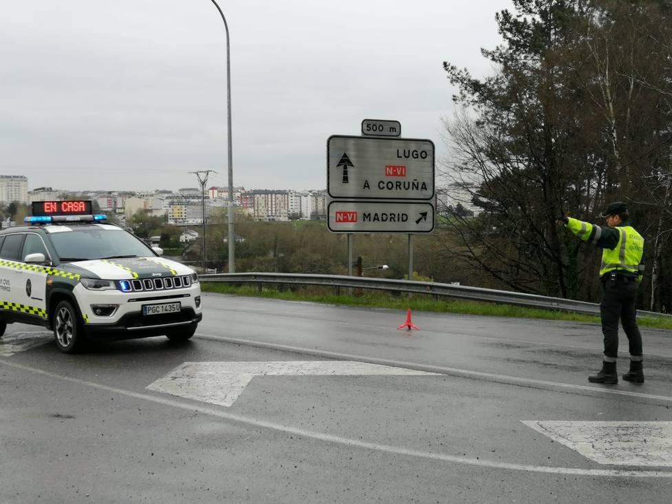 Una colisión frontal entre un camión y un turismo se salda con tres heridos, uno grave