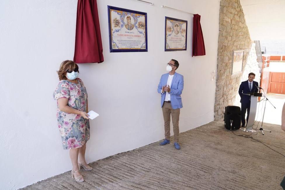 Pozoblanco dedica dos azulejos conmemorativos a los toreros Ignacio Sánchez Mejías y El Cordobés