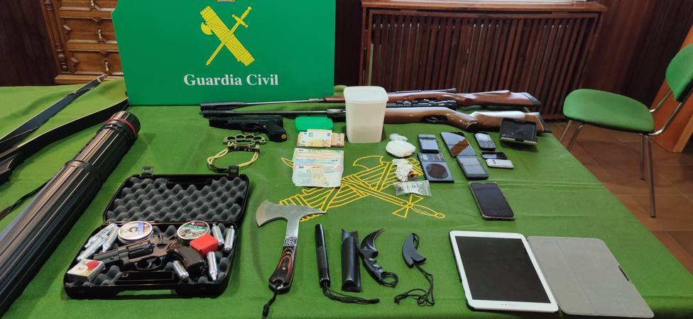 Dinero, armas y droga incautados durante la Operación Furco en La Mariña