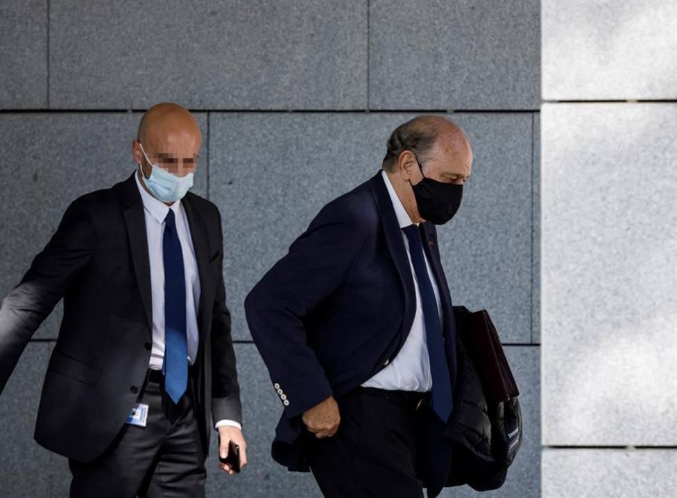 El exministro Jorge Fernández Díaz saliendo de la Audiencia Nacional