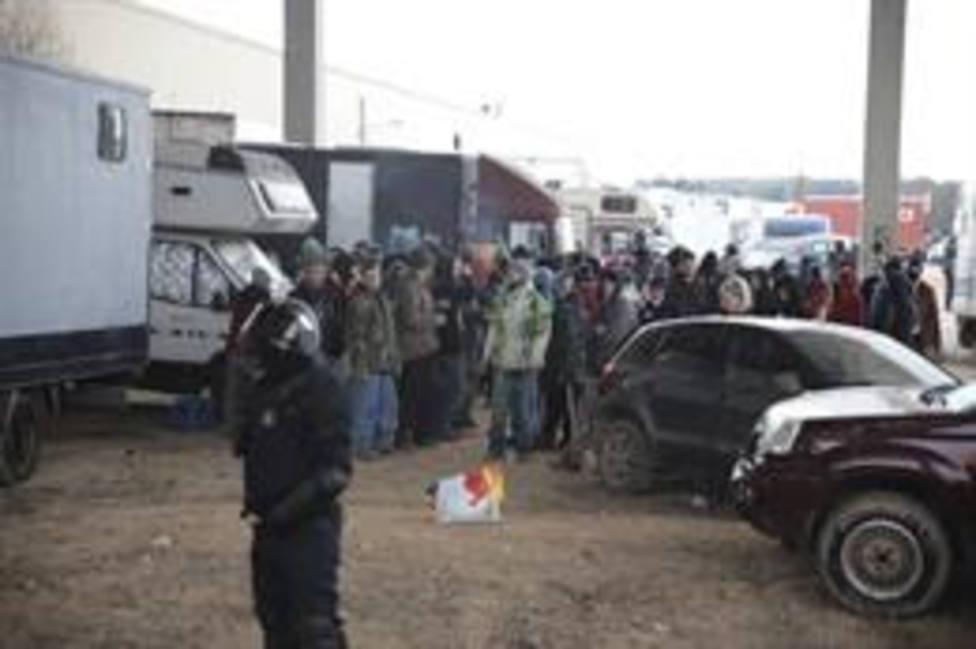 Un Mosso dEsquadra durante el desalojo de la 'rave'