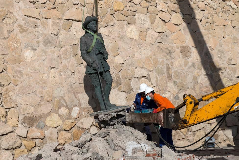 Retiran la estatua de Franco de Melilla, la última que quedaba en España