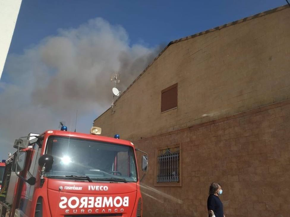 Sucesos.- Dos afectados leves en el incendio de una vivienda en Campillo de Llerena