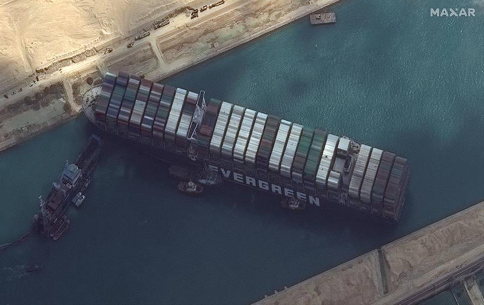 Imagen satélite del Ever Given bloqueando el Canal de Suez