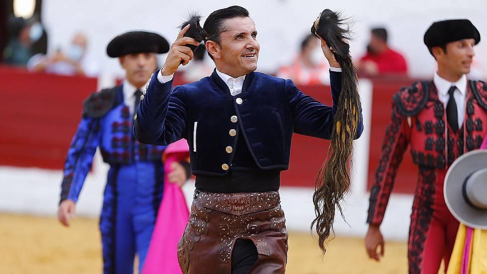Diego Ventura con el rabo cortado este sábado en la plaza pacense de Barcarrota