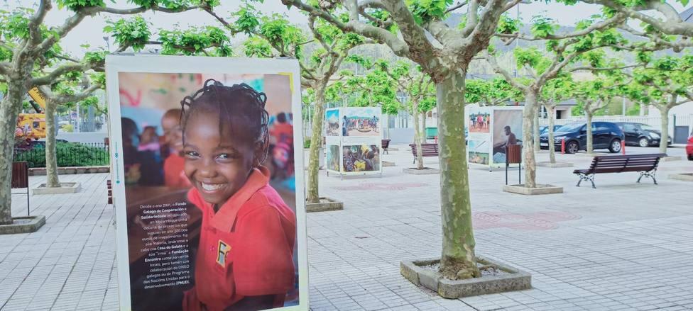 Uno de los paneles instalados en Xove con motivo del Día de África