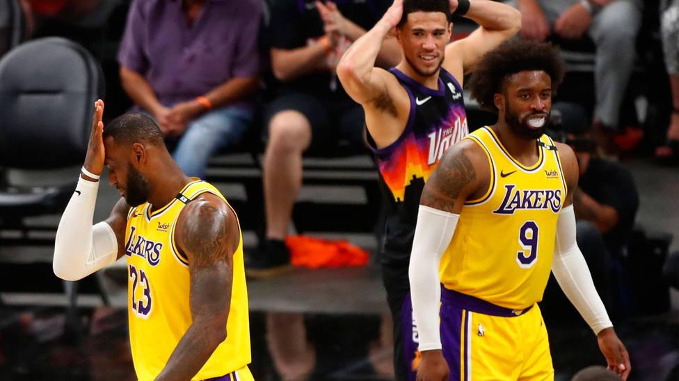 LeBron James y Wesley Matthews, en la derrota de Los Angeles Lakers. CORDONPRESS