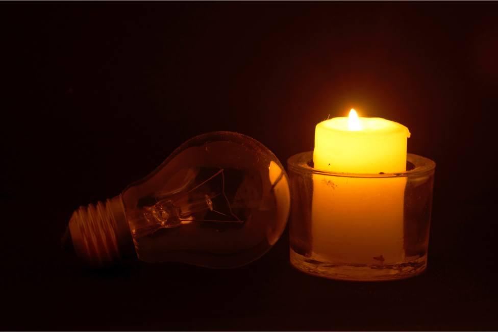 A partir de las 23 horas, se suspenderá la iluminación pública de consistorio de As Pontes