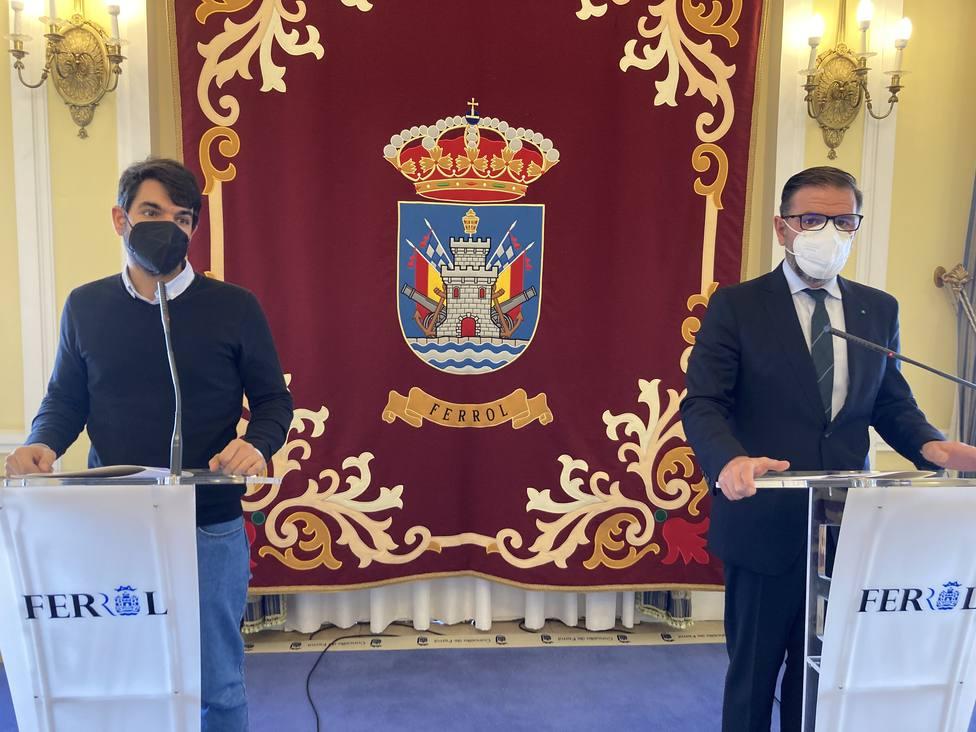 Julián Reina y Ángel Mato en rueda de prensa en el Ayuntamiento - FOTO: Concello de Ferrol