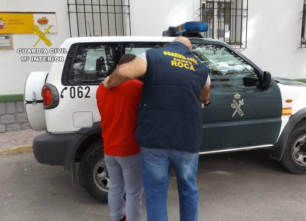 La Guardia Civil detiene en Mula a dos experimentados delincuentes por robos en fincas