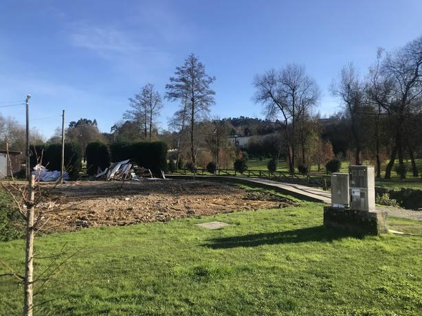 Vivienda demolida en la zona del paque fluvial del río Freixeiro