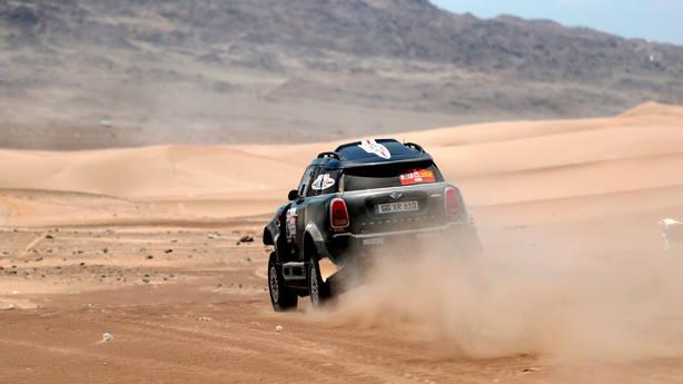 Nani Roma, en su coche en el Rally Dakar 2019. EFE