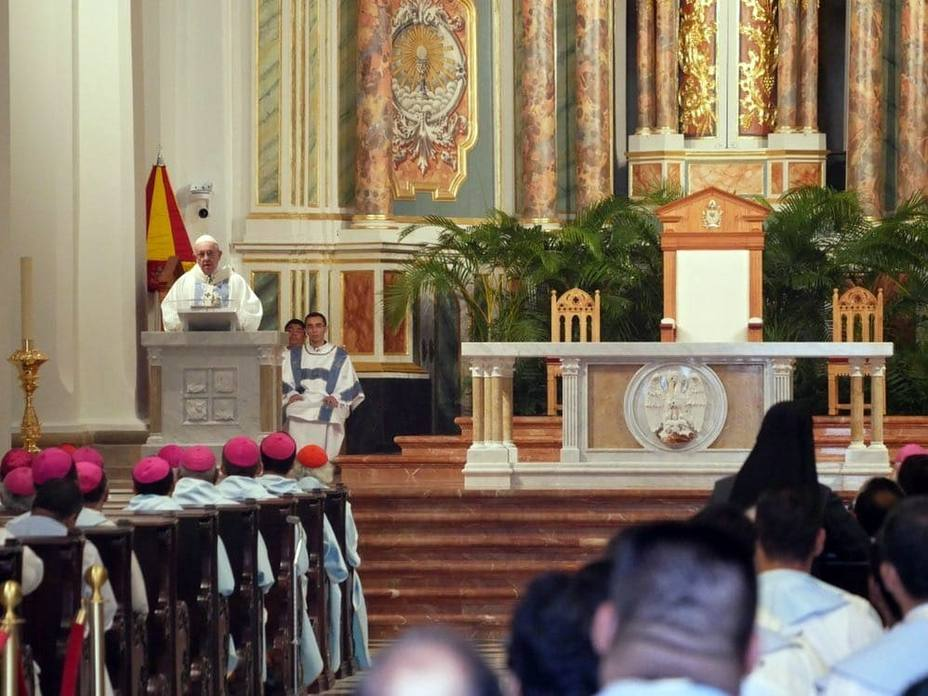Papa Francisco oficia misa en la Catedral de Panamá