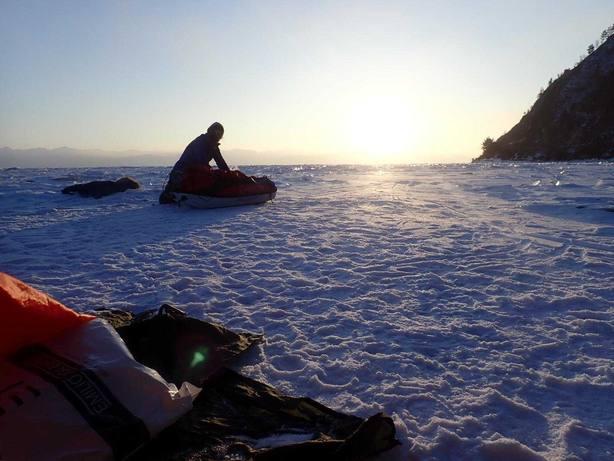 Tres alpinistas de Vigo atraviesan el Ojo Azul de Siberia