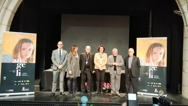 El arzobispo de Burgos y la consejera de Cultura de la Junta (centro) en la presentación de Angeli