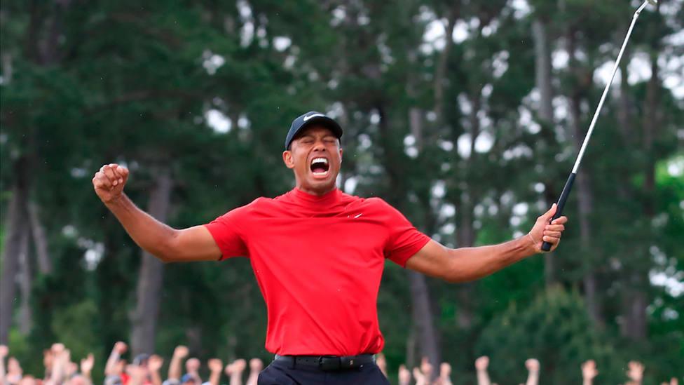 Tiger Woods celebra la conquista de su quinto Masters de Augusta. EFE
