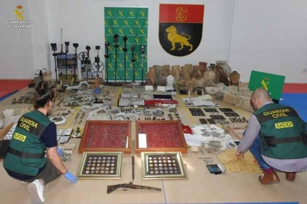 La Guardia Civil detiene a diez personas dedicadas al expolio, falsificación y venta de bienes arqueológicos