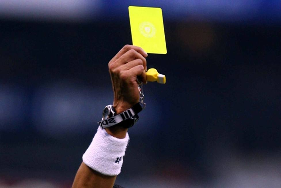 Afronta tres años y medio de cárcel por pegarle a un árbitro que le sacó tarjeta amarilla en Abadín