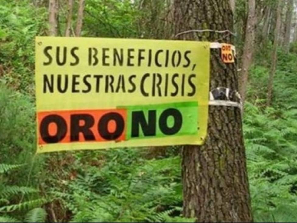 Pancartas contrarias a la explotación minera en Tapia