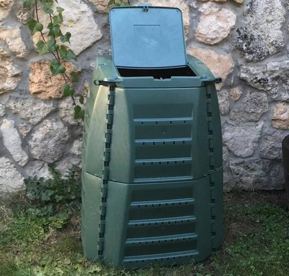 Modelo de compactador repartido en los domicilios de Cabanas - FOTO: Concello de Cabanas