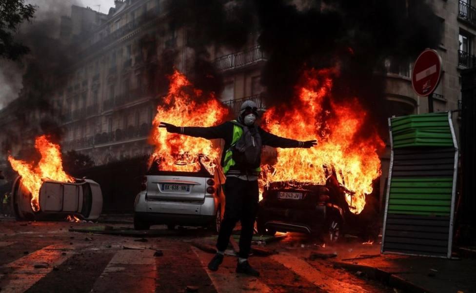 Al menos 35 detenidos en el resurgir de los chalecos amarillos en Nantes