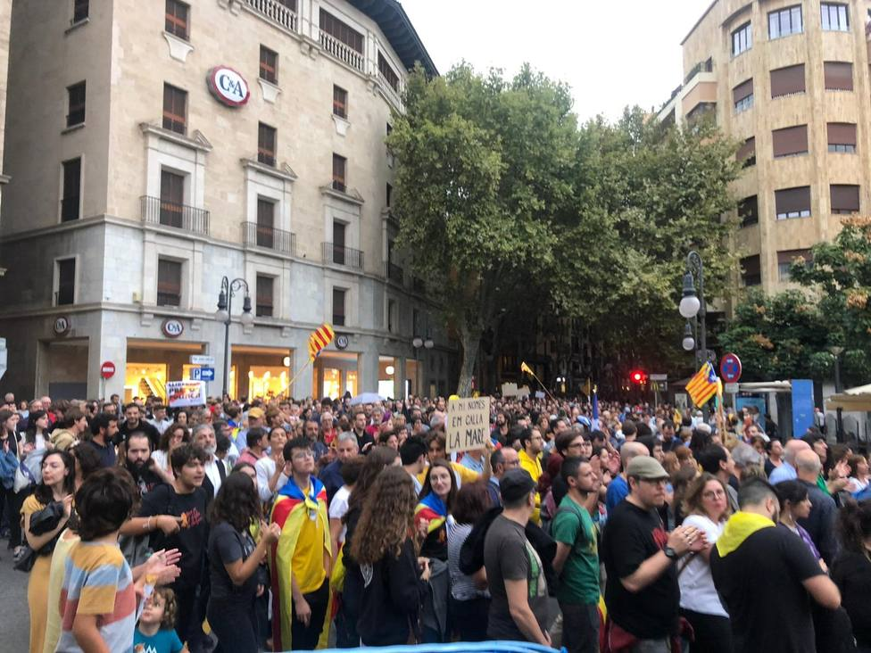 Cerca de 2.000 personas se manifiestan en Palma por la libertad de los políticos catalanes presos